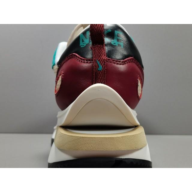 GOD BATCH Sacai x Nike VaporWaffle CV1363 101